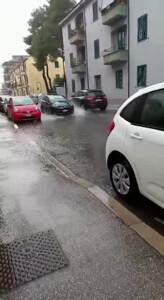 Scende la pioggia e come tradizione si allaga via Spaventa